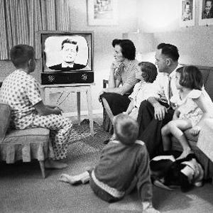Los días de ver la televisión en familia han acabado pero los