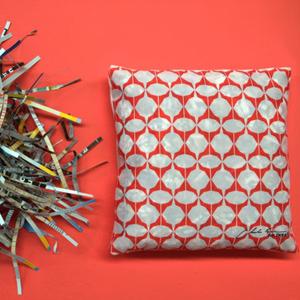 ¡No lo tire! IKEA Bélgica recicla los antiguos catálogos y los convierte en cojines