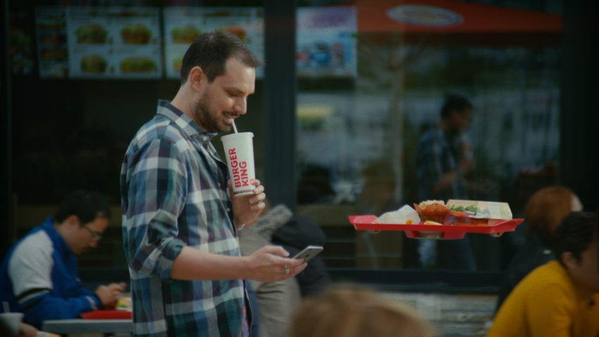 Burger King homenajea a #RegresoAlFuturo con unas divertidas bandejas voladoras