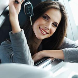 La pareja y el precio, elementos que más influyen entre los españoles a la hora de adquirir un coche