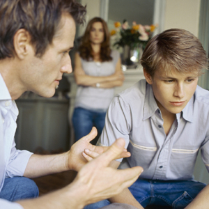 Los padres dejan de aconsejar a sus hijos en el terreno profesional demasiado pronto