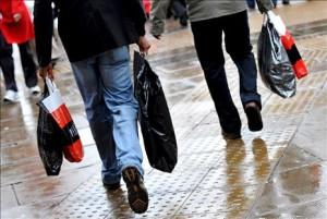 ¿Vuelve el optimismo? La confianza del consumidor aumenta en septiembre por la mejora de las perspectivas