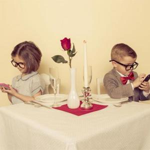 ¿Hace aguas su relación de pareja? La ciencia dice que el culpable podría ser su móvil