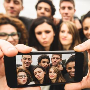 selfie_teens
