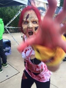 Más de 2.000 personas sufrieron una invasión zombie en el Parque Warner de Madrid