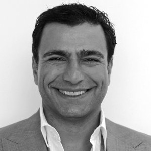 Twitter sienta en el sillón de presidente ejecutivo a Omid Kordestani, ex de Google