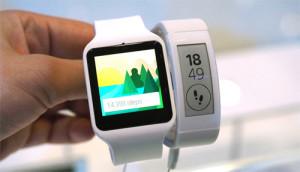 Los smartwatches visten pantalones, las pulseras de fitness faldas