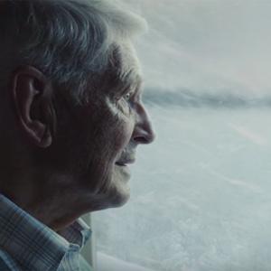 Audi se mira en el espejo de John Lewis y celebra la Navidad con otro abuelo solitario