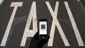 Uber sólo contratará conductores con licencia para