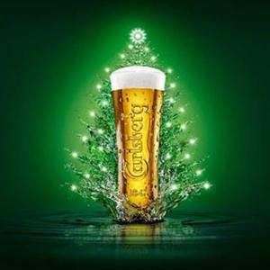 Carlsberg sorprende instalando un gigantesco rbol de - Arbol tipico de navidad ...