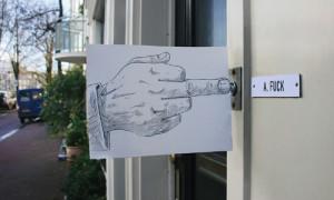 60 artistas mandan a la m***** las injusticias sociales en la campaña solidaria