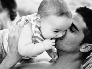 La locura de los bebés: padres y madres (primerizos), los que más publican en Facebook