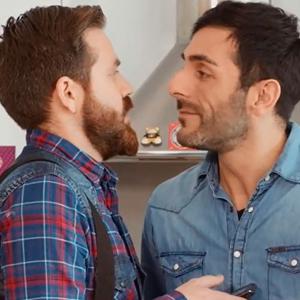 asevi-pareja-gay-anuncio