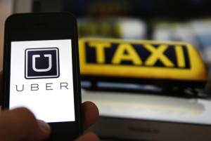 #UberMueveMadrid entre aplausos de los pasajeros y el enfado de los taxistas