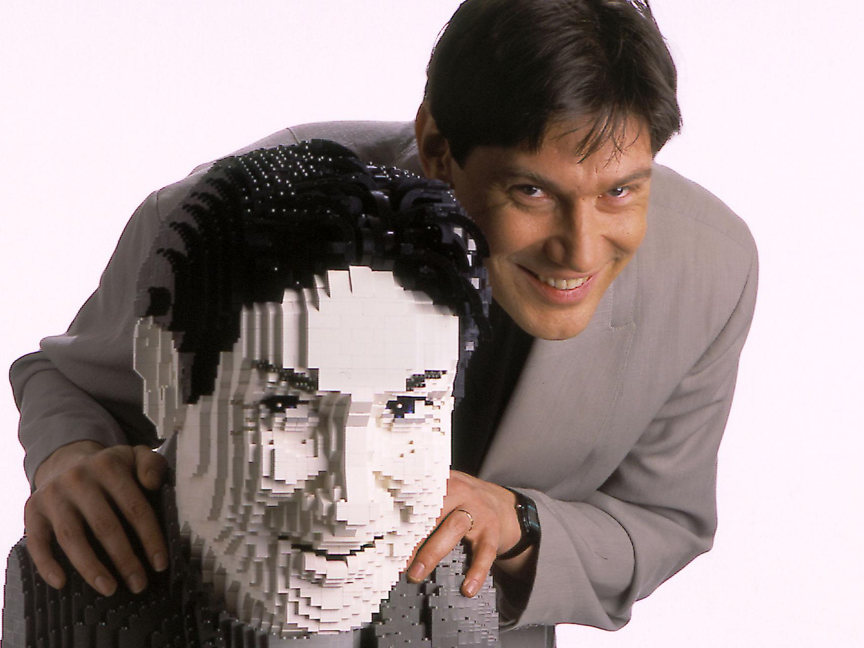 Dirk-Denoyelle-autorretrato-Lego_114748949_3281079_1706x1280