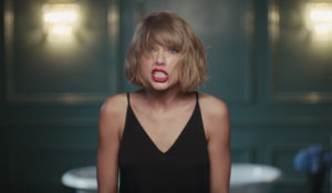 Taylor Swift protagoniza un nuevo spot de Apple Music (rockeando con Jimmy Eat World)