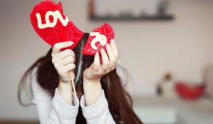¿Es Facebook veneno para el amor? Sí (y muy corrosivo)
