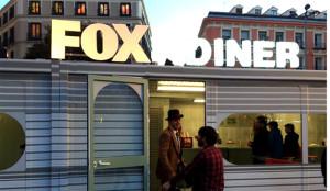 Fox y SMG viajan a los años 60 en la plaza de Callao