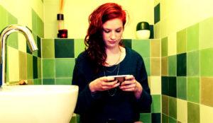 Un día en la frenética (y repugnante) vida de un smartphone