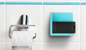 El 39% de la gente no puede apartar los ojos de su (amado) smartphone ni en el baño