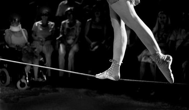 3 reglas para atravesar (sin caer) la cuerda floja de la creatividad