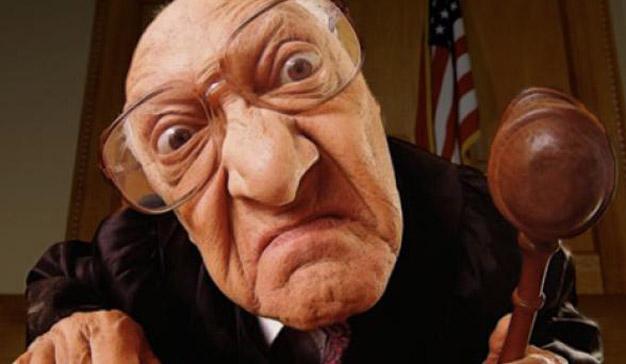 juez-enojado