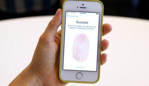 Una patente para identificar ladrones mediante huellas dactilares, último truco de Apple