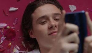 Brooklyn Beckham protagoniza la última campaña de Huawei para nativos digitales