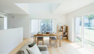 La marca japonesa Muji ofrece una casa al lado del mar gratis durante dos años