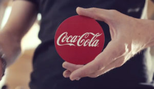 Coca-Cola hace (literalmente) magia para presentar su nuevo packaging