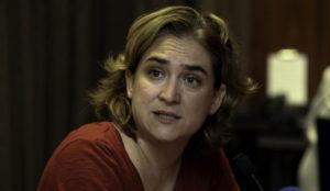 Ada Colau intenta meter el miedo en el cuerpo a Airbnb con multas de hasta 600.000 euros