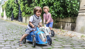 Peugeot se pasa ahora a los juguetes, y presenta sus nuevos modelos para público infantil… y adulto