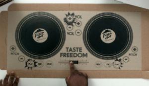 Pizza Hut da una vuelta de tuerca a su packaging y convierte sus cajas en sets de DJ
