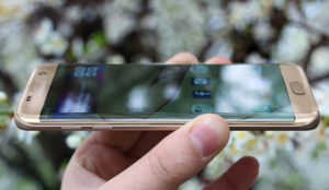 Samsung podría despedirse de los teléfonos con bordes planos