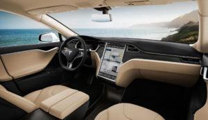 Los hackers pueden modificar el piloto automático de Tesla para estrellar el vehículo