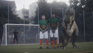 Un tiranosaurio rex con un terrible complejo vuelve a sonreír a la vida gracias a Audi