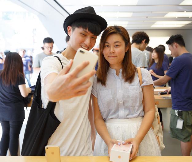 iphone7-release-hongkong-1