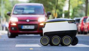 Un ejército de pequeños pero hacendosos robots de Media Markt conquista las calles