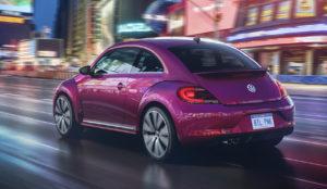Volkswagen se vuelve monocromáticamente rosa con su nuevo #PinkBeetle