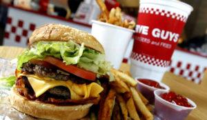 Las hamburguesas Five Guys, las preferidas de Obama, aterrizan hoy en España