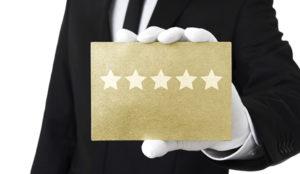 ¿Cuáles son los temas y las valoraciones más frecuentes de los usuarios sobre los hoteles?