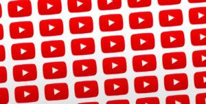 YouTube hace sangre a Facebook criticando el vídeo sin sonido y el scroll