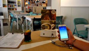 Yupcharge presenta los cargadores de móviles para restaurantes junto a una app que los localiza