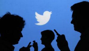 El País se sube a la ola de los chatbots en Twitter