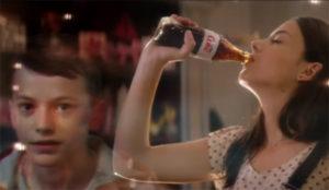 Coca-Cola redescubre el placer de compartir en Navidad y rescata a los osos en su packaging