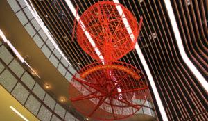 Campari despliega su campaña Unexpected Red con una copa gigante en Platea