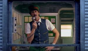 H&M se vuelve vintage en su nuevo spot navideño protagonizado por Adrien Brody