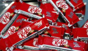 Robaron un Kit Kat a este joven y la marca le compensó con 6.500 chocolatinas