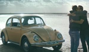 Un viejo escarabajo de cuatro ruedas y dos hermanos se alían para hacerle llorar en este spot