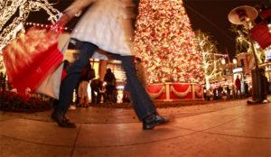 En Navidad el virus del consumismo ataca más a las mujeres que a los hombres